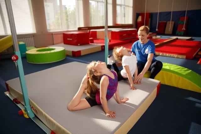 фото 1 - растяжки в детской гимнастике